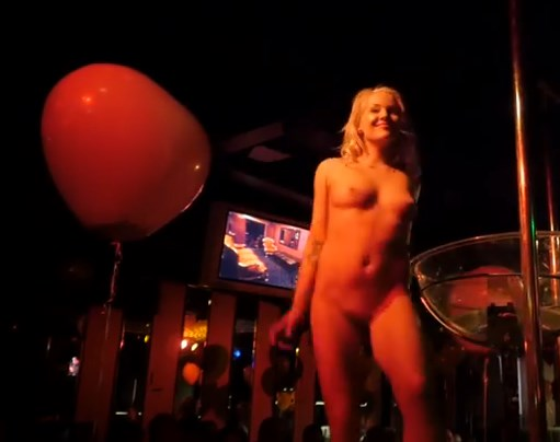 Stage naked strippers on