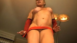 Striptease Female Bodybuilder