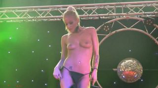 Striptease Video Watch Sexy Bodied Model Becky Stevens Live Show