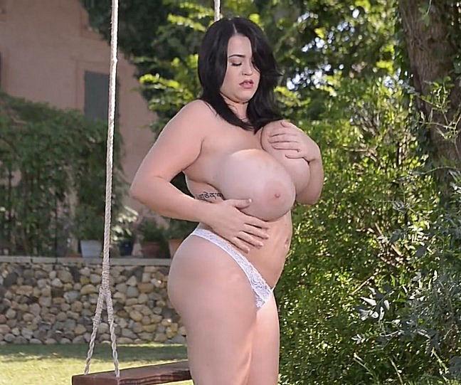 Nackt Busty Heart  Nude Busty