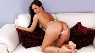 Sexy Striptease Watch Glamorous Brunette Babe Kari Sweet Masturbating