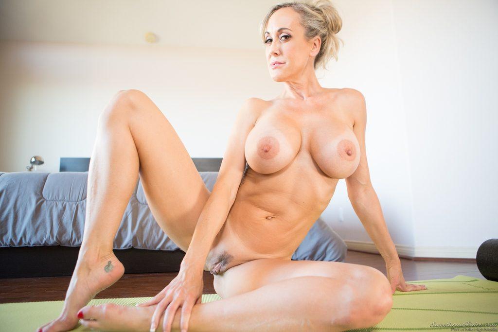 Brandi Love Sensual Sucking