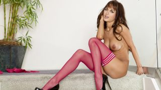 Hot Girl Striptease Watch Luscious Babe Roxanne Milana Spreading Pussy