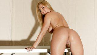 Strip Tease xxx Watch Gorgeous Blonde Milf Avy Scott Exposes Round Ass