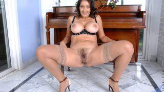 Strip Tease Show Watch Buxom Brunette Persia Monir Hairy Muff