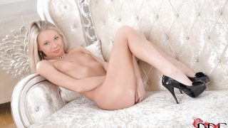 Striptease Girl Watch Leggy Blonde Olli Roxx Toying Smooth Pussy