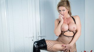 Blonde Milf Slut Hot Striptease XXX Watch Lynda Leigh