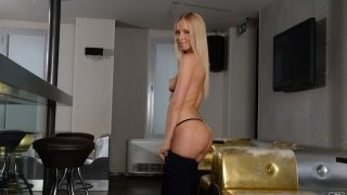 Breathtaking Gorgeous Blond Babe Stripping Watch Kiara Lord