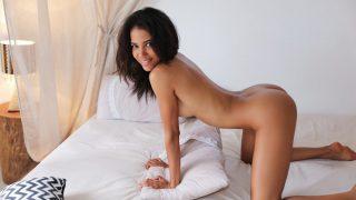 Pretty Teen Solo Girl Nude Strip Dancing Show Watch Abril