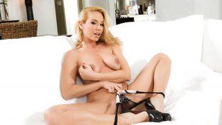 Sexy Blonde Nude Babe Strip Fetish Watch Sandy Fantasy