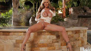 Frisky Mature Sexy Blond Naked Really Hot Strip Watch Julia Ann